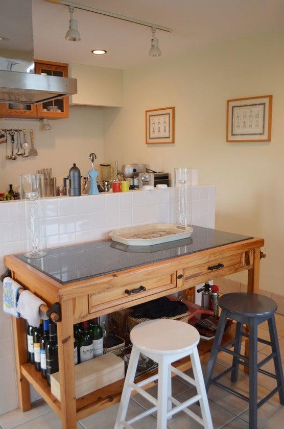 ピザ生地も作れる大理石の天板テーブル