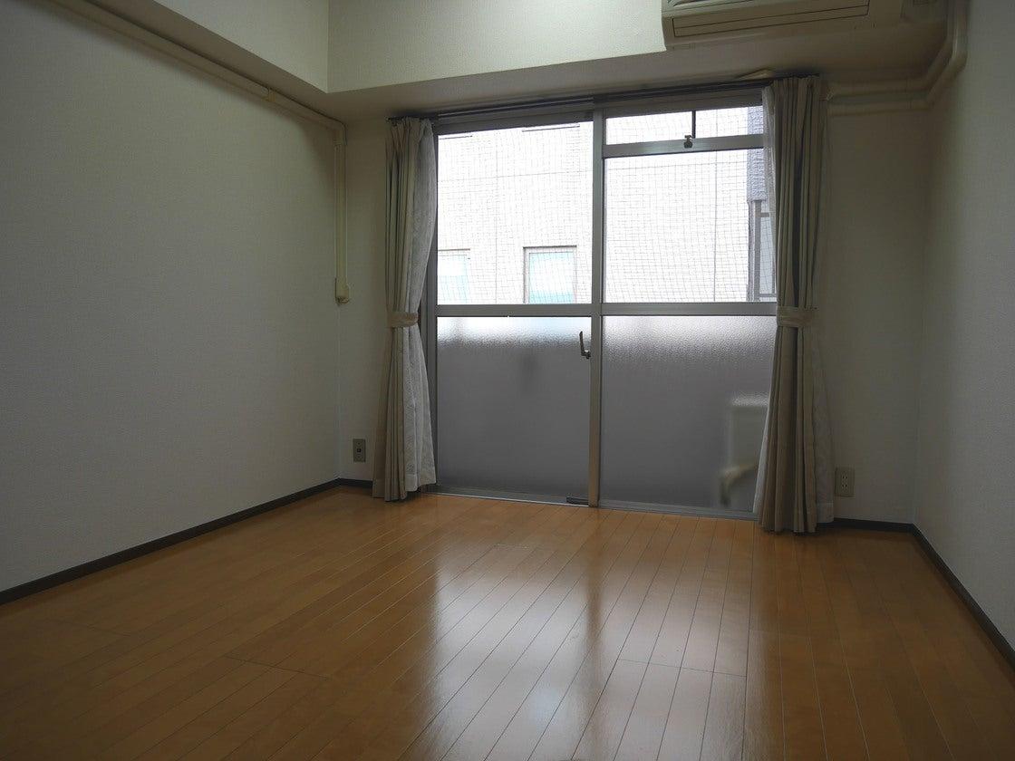 福岡博多駅 博多口より徒歩7分 コンビニや駐車場近く トーカン博多第5ビル の写真