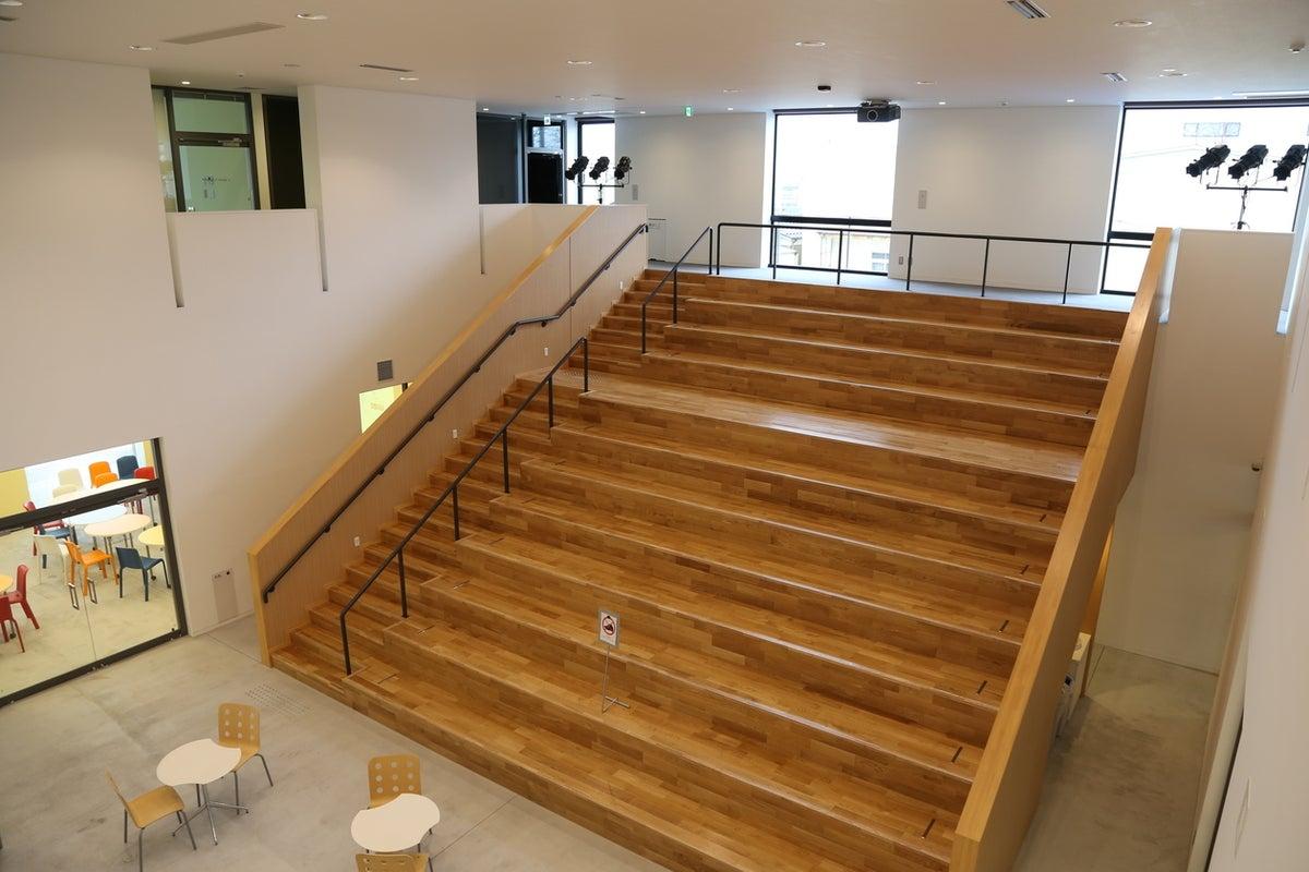 階段教室型イベントスペース の写真