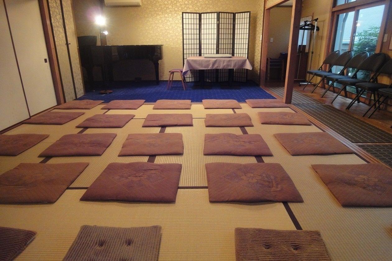 【Kori/神楽坂駅1分】ピアノ演奏も出来る!イベントやパーティーにも最適な洋和室/床座りか会議机にての会議(20名様) の写真