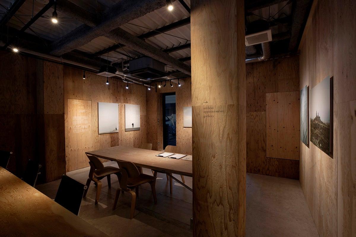 【中目黒高架下】クリエティブエージェンシーが手がけるアートギャラリースペース/天高33,5m・面積25㎡/ロケ・写真撮影貸し の写真