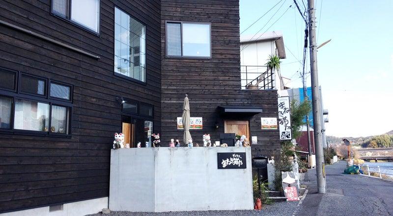 下松市役所近くの川沿いにある「ギャラリーまねきねこや」個展・音楽スタジオ・カフェなどOK