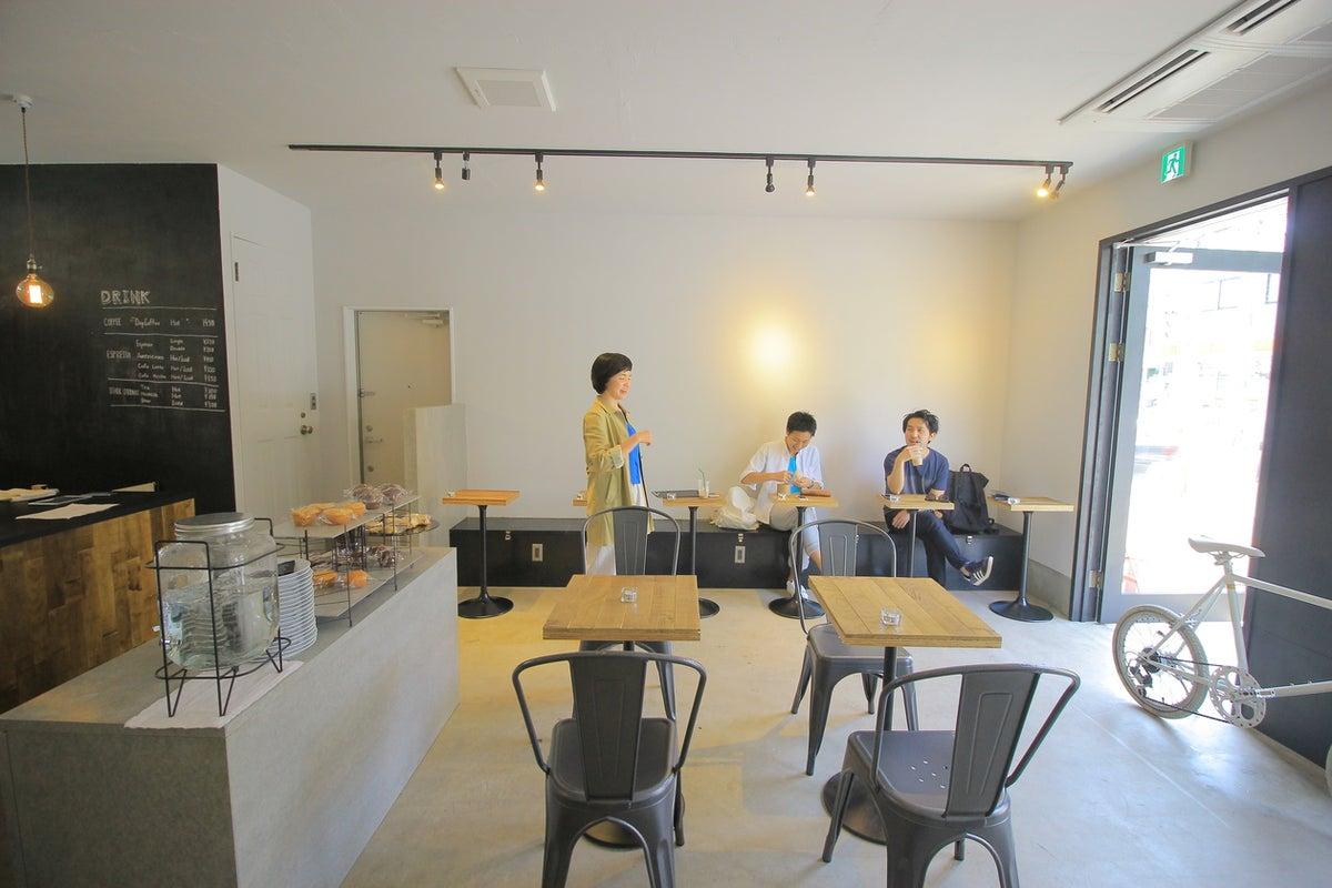 三軒茶屋の白を基調としたおしゃれなカフェを貸し切りで の写真