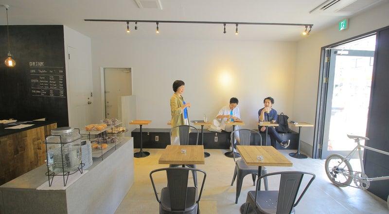 三軒茶屋の白を基調としたおしゃれなカフェを貸し切りで