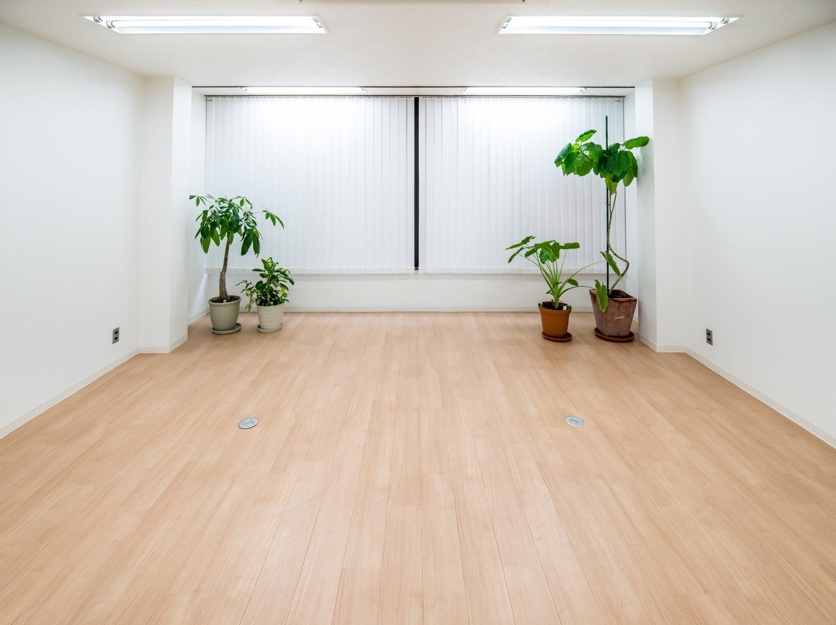 閑静なオフィス街にあるビル内の施設です。