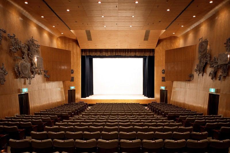 【新宿駅から徒歩5分】「新劇の甲子園」とも呼ばれる老舗劇場、紀伊國屋ホールでイベントを主催しませんか? の写真