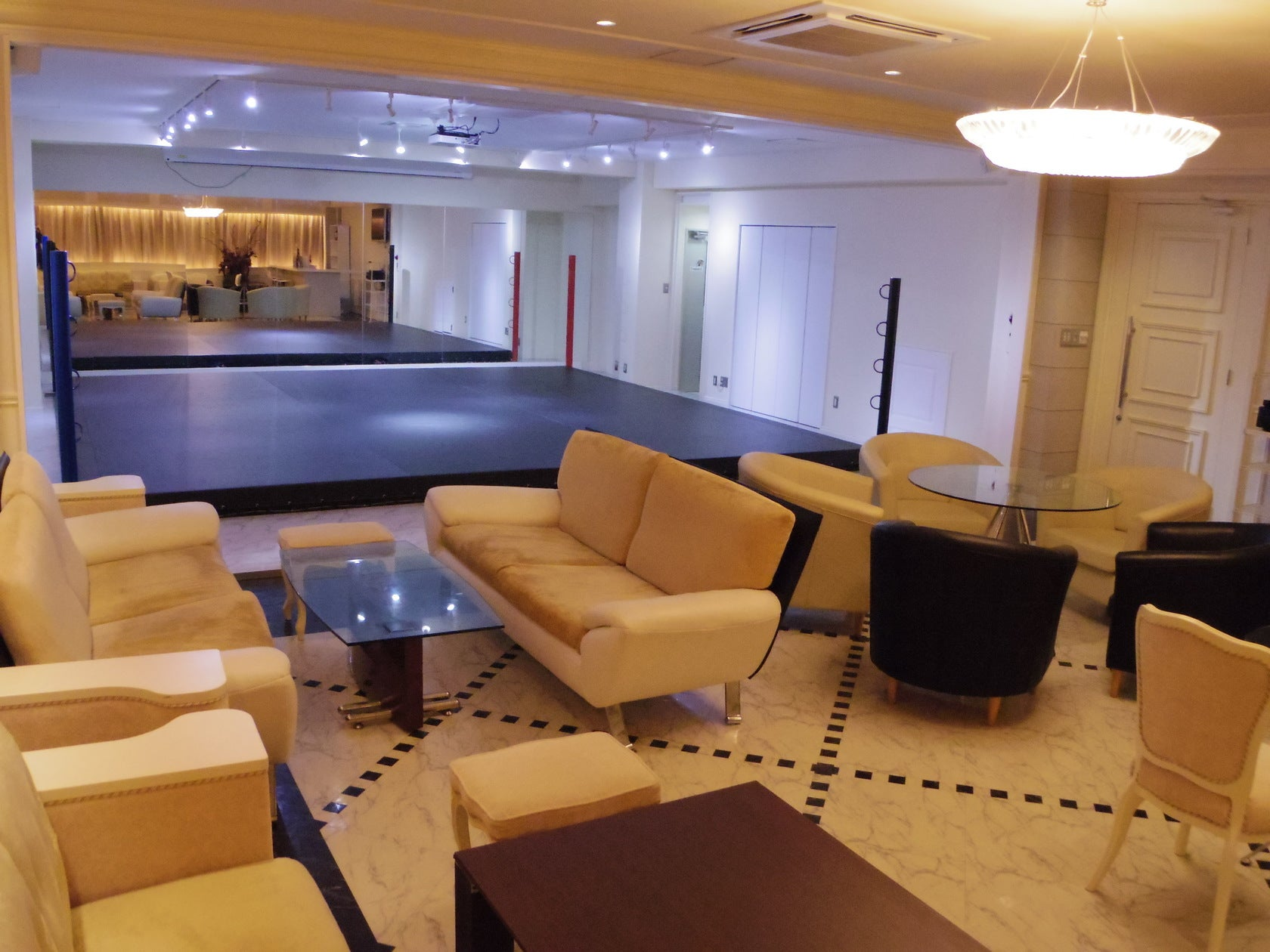 【横浜駅徒歩圏内】60人収容可能なレンタルスペースでオリジナルパーティーを開催しませんか!?