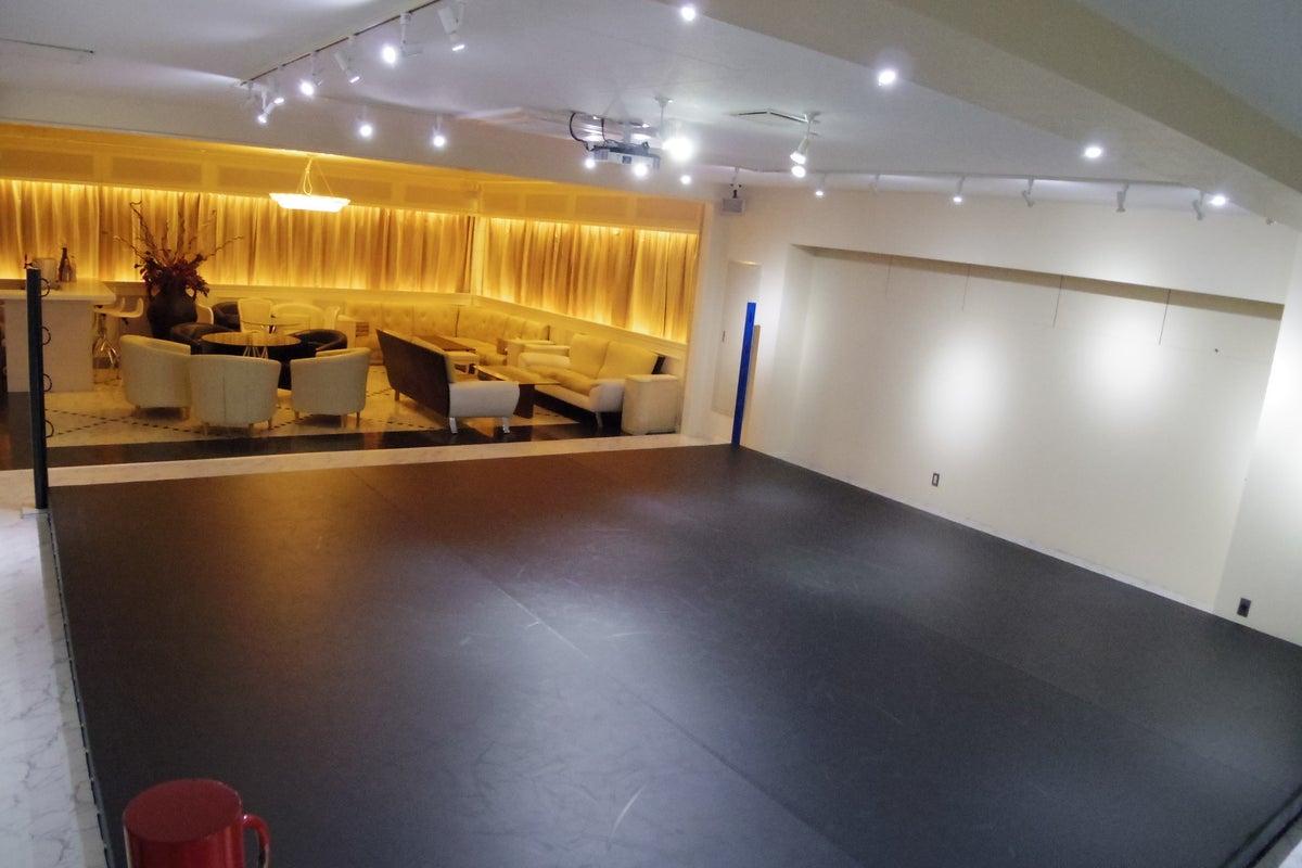 【横浜駅徒歩圏内】60人収容可能なレンタルスペースでオリジナルパーティーを開催しませんか!? の写真