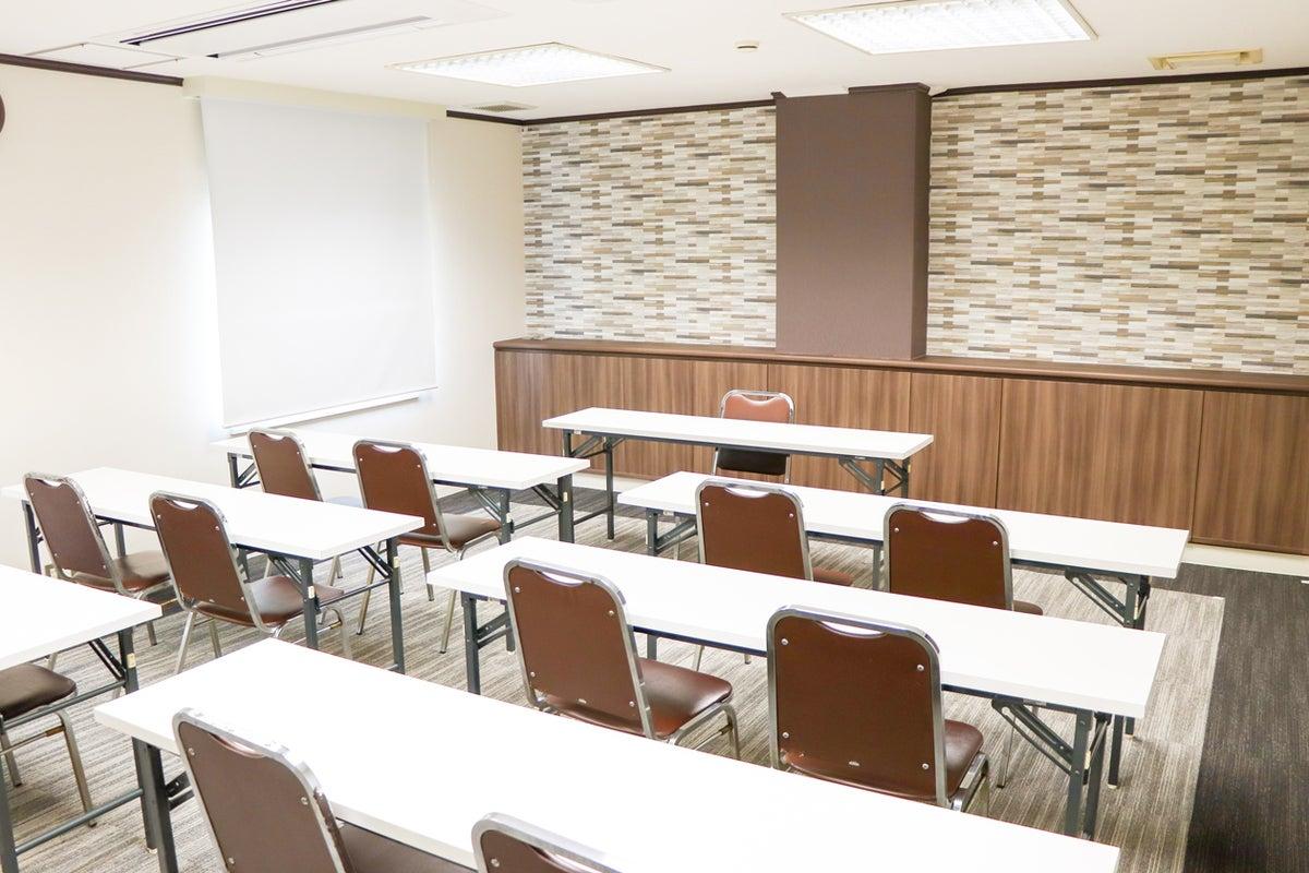 【新大阪駅前】少~20名のセミナーや打合せに。H29.11リニューアルのモザイク柄がおしゃれなホテル会議室【201】 の写真