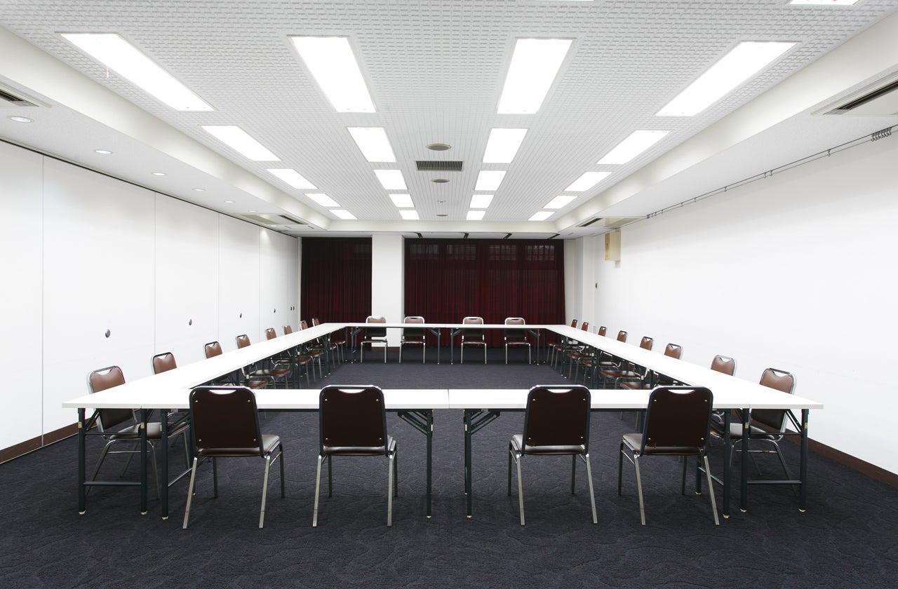 【新大阪駅前】すっきりした印象のホテル会議室。50~70名対応【100A/100B/100C】(CORONA HOTEL(大阪コロナホテル)) の写真0