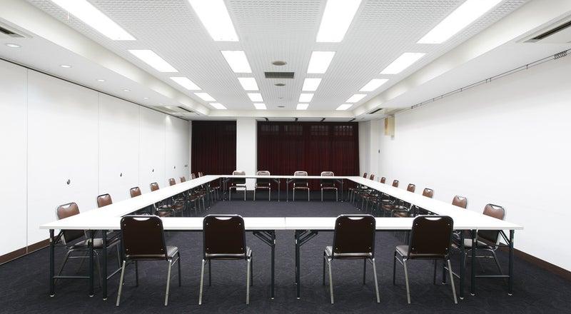 【新大阪駅前】すっきりした印象のホテル会議室。50~70名対応【100A/100B/100C】