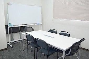 【鳥取】コンパクトでシンプルな会議室! の写真