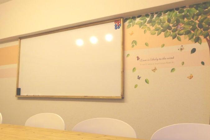 【表参道交差点すぐ】一味違う雰囲気の個室会議室でミーティング・パーティーはいかが? の写真