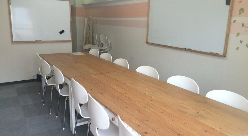 【表参道駅B2出口1分】一味違う雰囲気の個室会議室でオフサイトミーティング・チームビルディング研修はいかが?