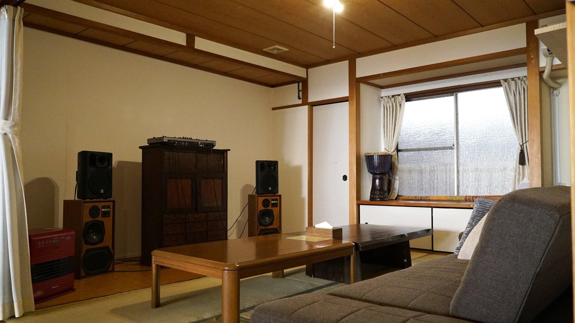 2階和室 2017年12月よりこちらの部屋にDJブースを移動、プロジェクターはメインフロアに移動となりました。
