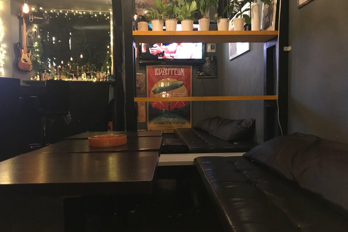 プラチナ通りにある隠れ家的なスペース。誕生会、忘年会、新年会、歓送迎会などのプライベートパーティーにピッタリ。 の写真