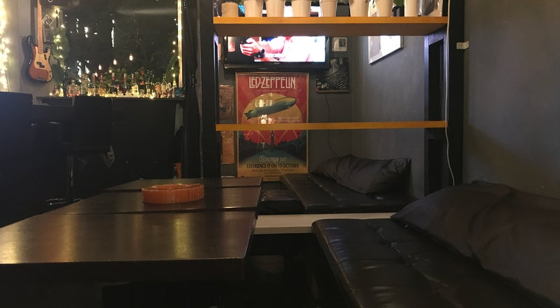 プラチナ通りにある隠れ家的なスペース。誕生会、忘年会、新年会、歓送迎会などのプライベートパーティーにピッタリ。