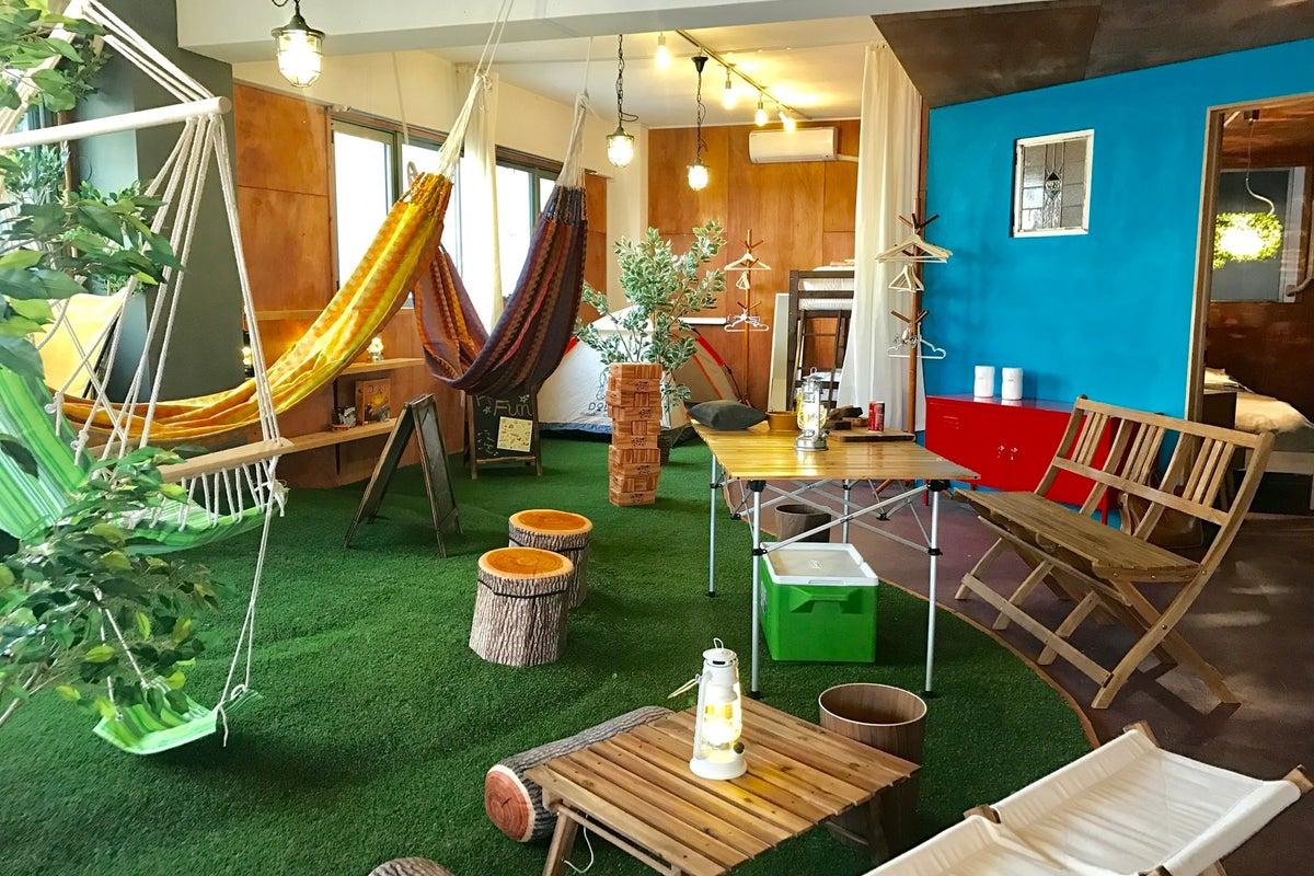 屋内キャンプ・グランピングが楽しめるスペースです☆ハンモック・ブランコ・テント・無煙ロースター・プロジェクターあり の写真