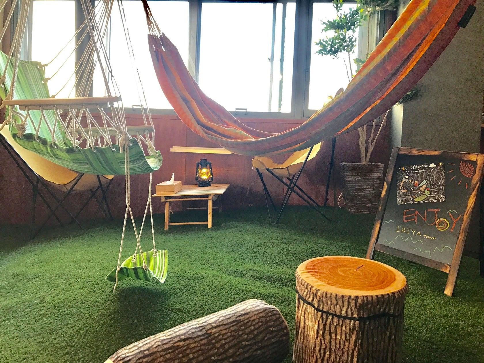 屋内キャンプ・グランピングが楽しめるスペースです☆ハンモック・ブランコ・テント・無煙ロースターあり の写真