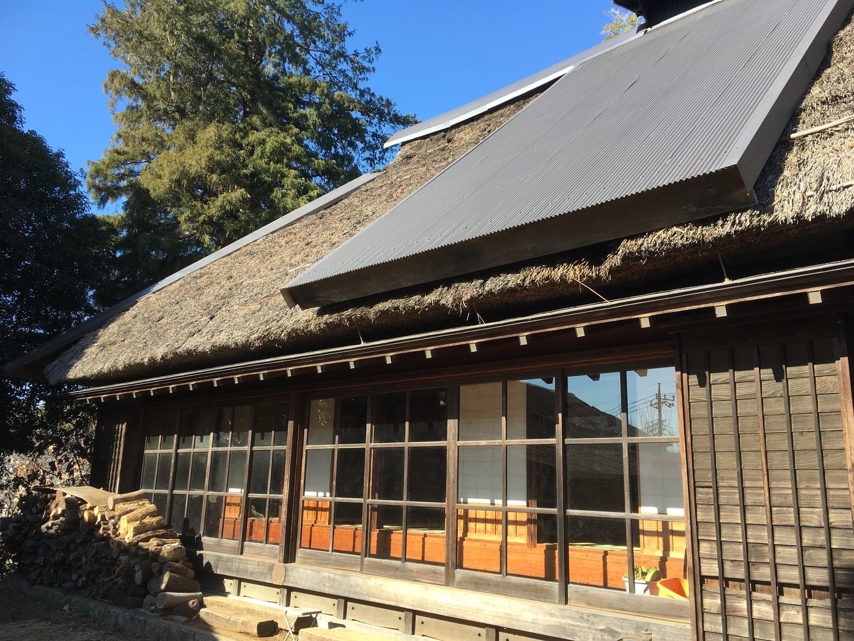 【東京 町田】築153年の茅葺き古民家が最高のエンタメ空間へ。大画面を使った撮影会や鍋会で盛り上がろう! の写真