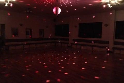 ☆広さ115㎡の多目的レンタルスペース 商用利用OK・パーティ・会議・ダンス・お稽古・オフ会などに利用できる鏡付きホール☆ の写真