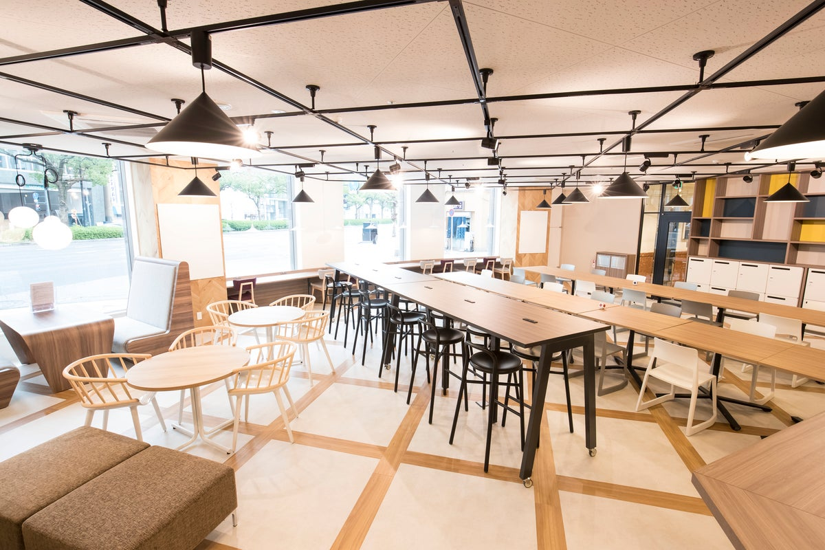 【広島駅徒歩5分!!】Wi-Fi・電源完備!面接や急なミーティングに!貸会議室~4名 の写真