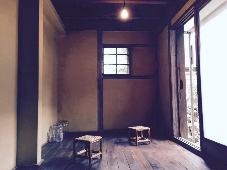 古民家カフェの離れ、中庭が見えるまったりスペース(古民家カフェMuGicafe「むぎのレンタルスペース」) の写真0