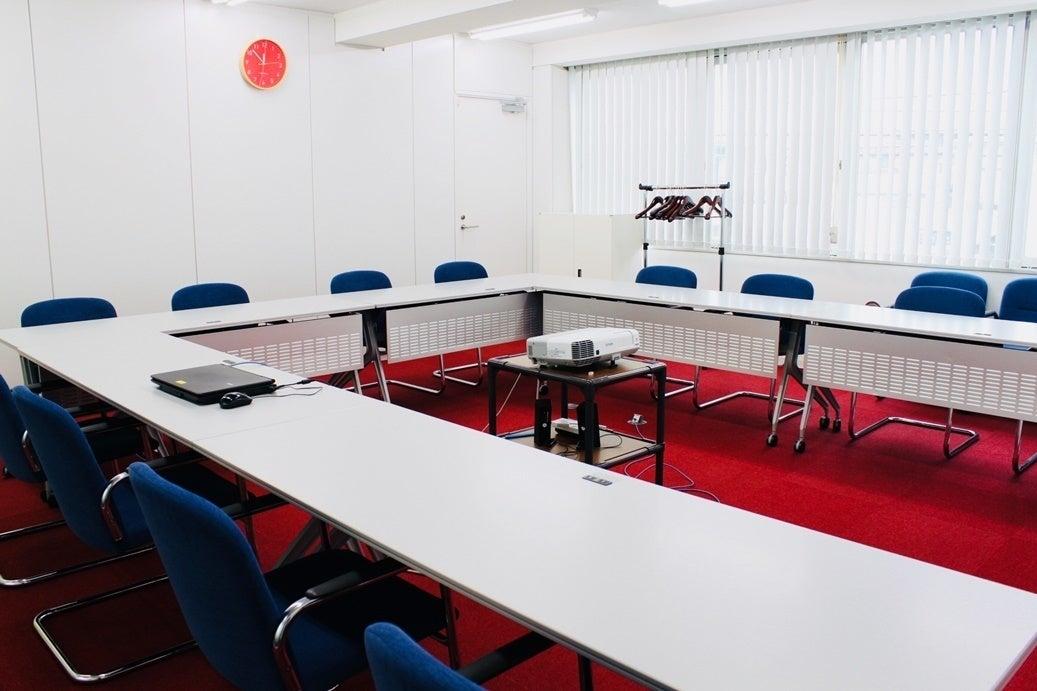 【大和駅徒歩5分】<多目的スペース>会議やミーティングに最適♪プロジェクター・無料Wifi・ホワイトボード完備! の写真