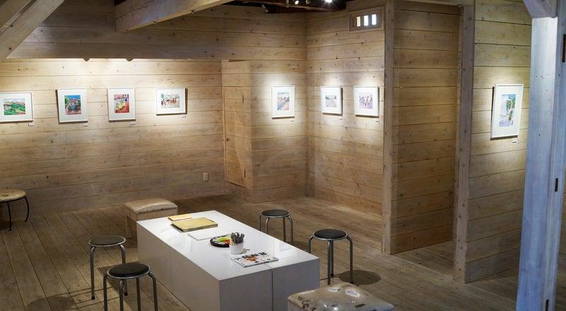 神楽坂の住宅街にある木のぬくもり溢れるスペースです! 展覧会・ワークショップ、会議等にご使用いただけます。