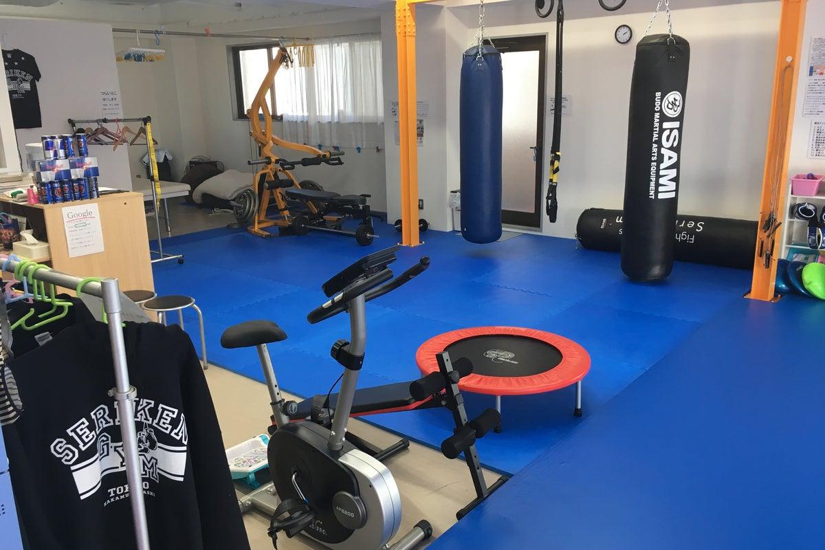 駅前の格闘技スポーツジム!! 設備、器具揃ってます!!ヨガやダンス、井戸端会議にも最適なスペースです!! の写真