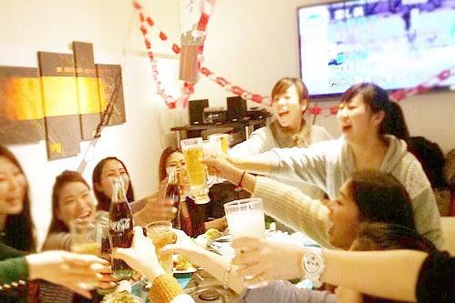 【名古屋・丸の内】開放的なテラス付ソファールーム【BBQ可能/ビールサーバーやドリンク完備】 の写真
