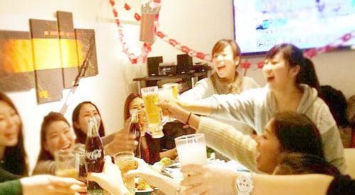 【名古屋・丸の内】開放的なテラス付ソファールーム【BBQ可能/ビールサーバーやドリンク完備】