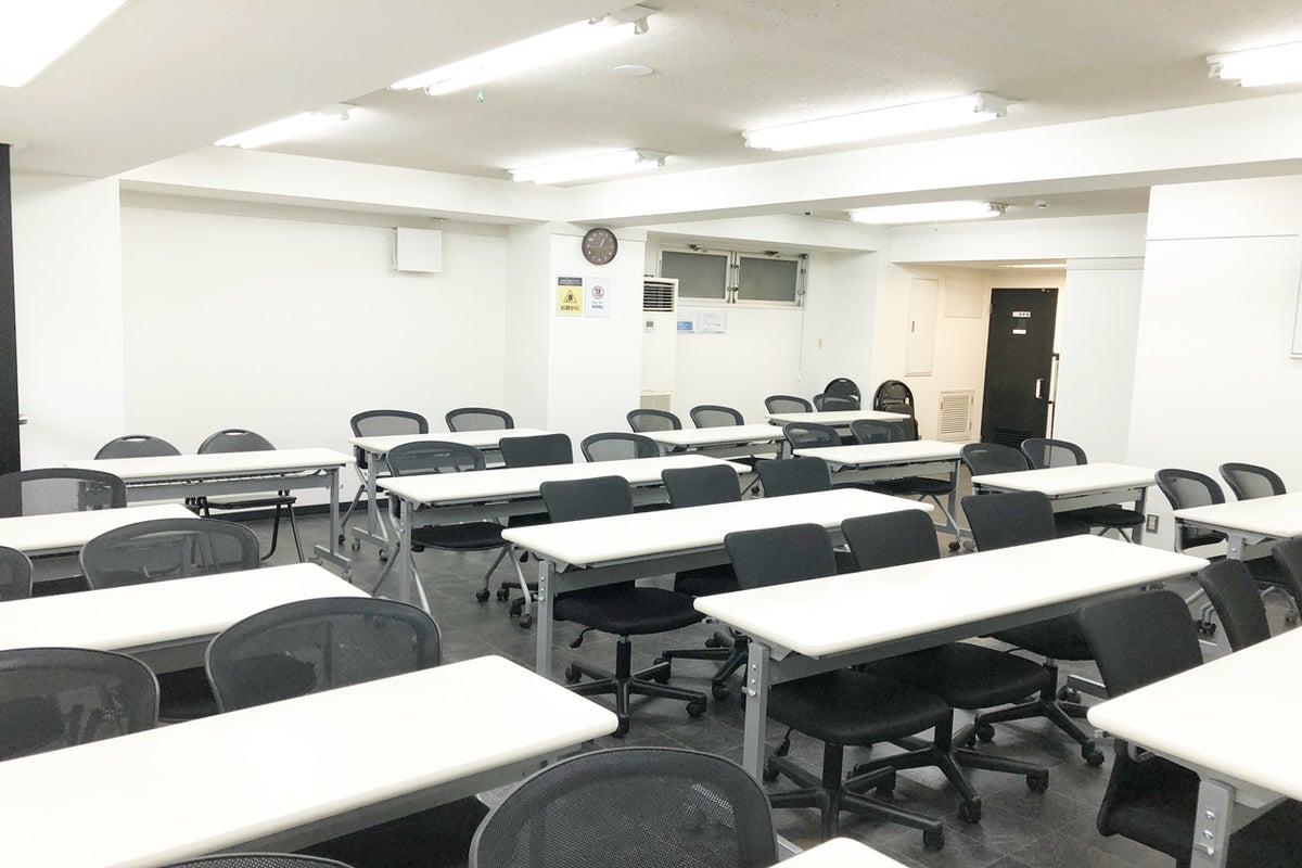 大阪 本町 心斎橋 駅から徒歩4分 駅近 格安 中規模会議室 最大40人着席目安 中規模セミナー会議オフ会など最適なスペースです の写真