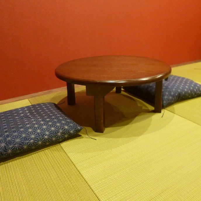 2階ラウンジ(丸テーブル)