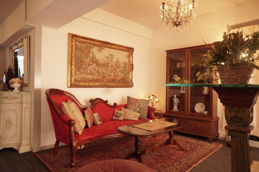 新宿 四谷 各種撮影、コスプレ撮影、 本物アンティーク家具使用 お1人様から10名様まで(新宿区 四谷 サロンドロココ) の写真0