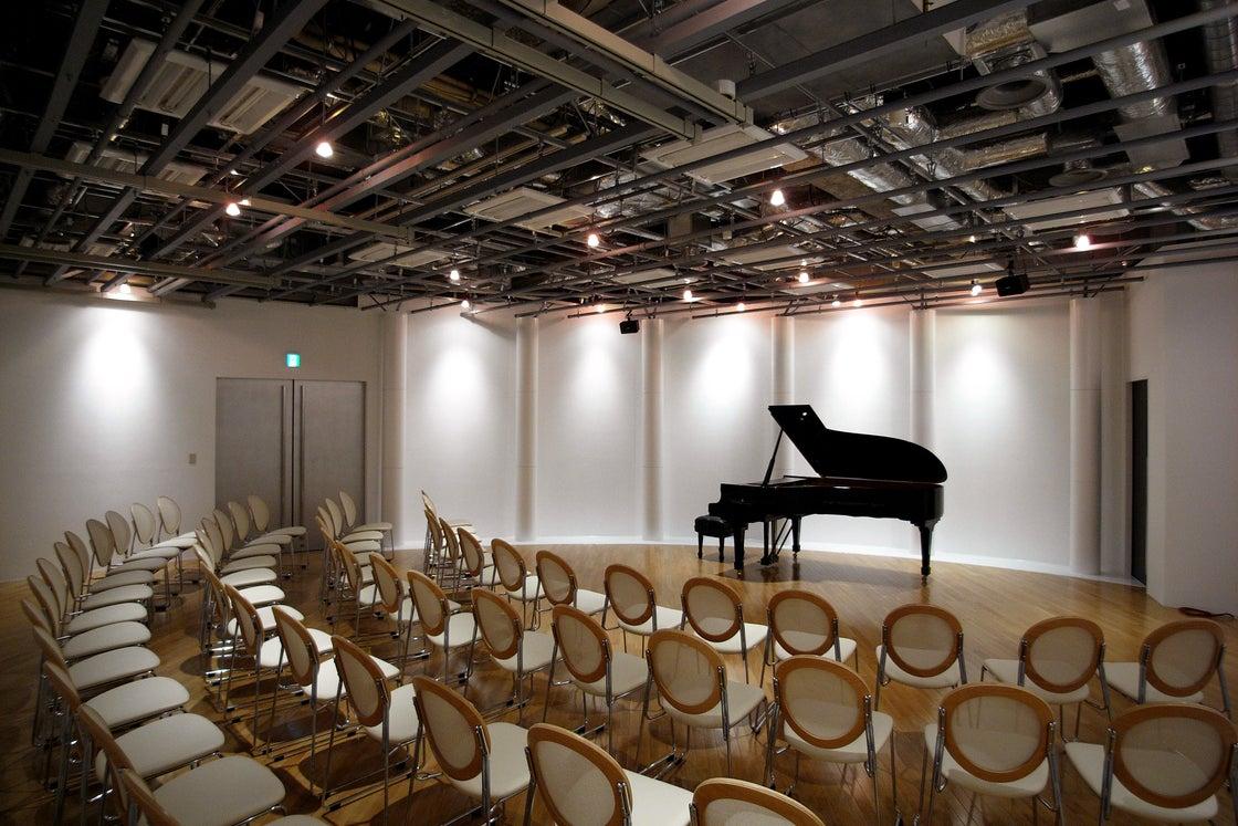 【東京・汐留駅 徒歩2分】汐留ホール スタインウェイピアノB-211常設の多目的ホールです の写真