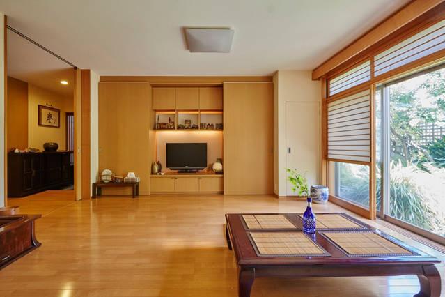 【新宿ガーデンハウス・ユニット1】80㎡一軒家の1階フロア貸し切り!古き良き時代の庭に面した家、駐車場&WiFi完備。 の写真