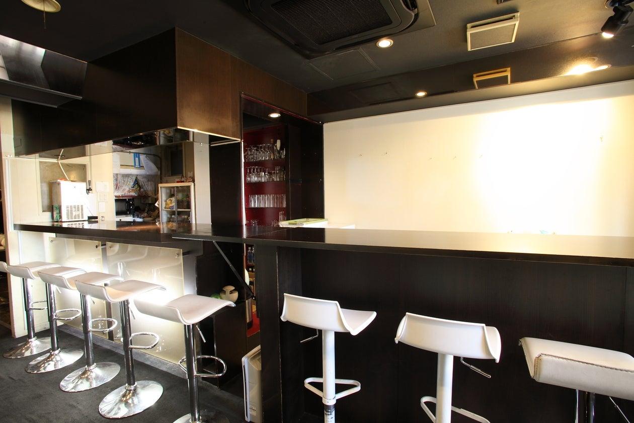 【神楽坂3分】 TV、雑誌で人気の奥神楽坂のカウンターバー、キッチン付き/終日利用は、1h1600 のサムネイル