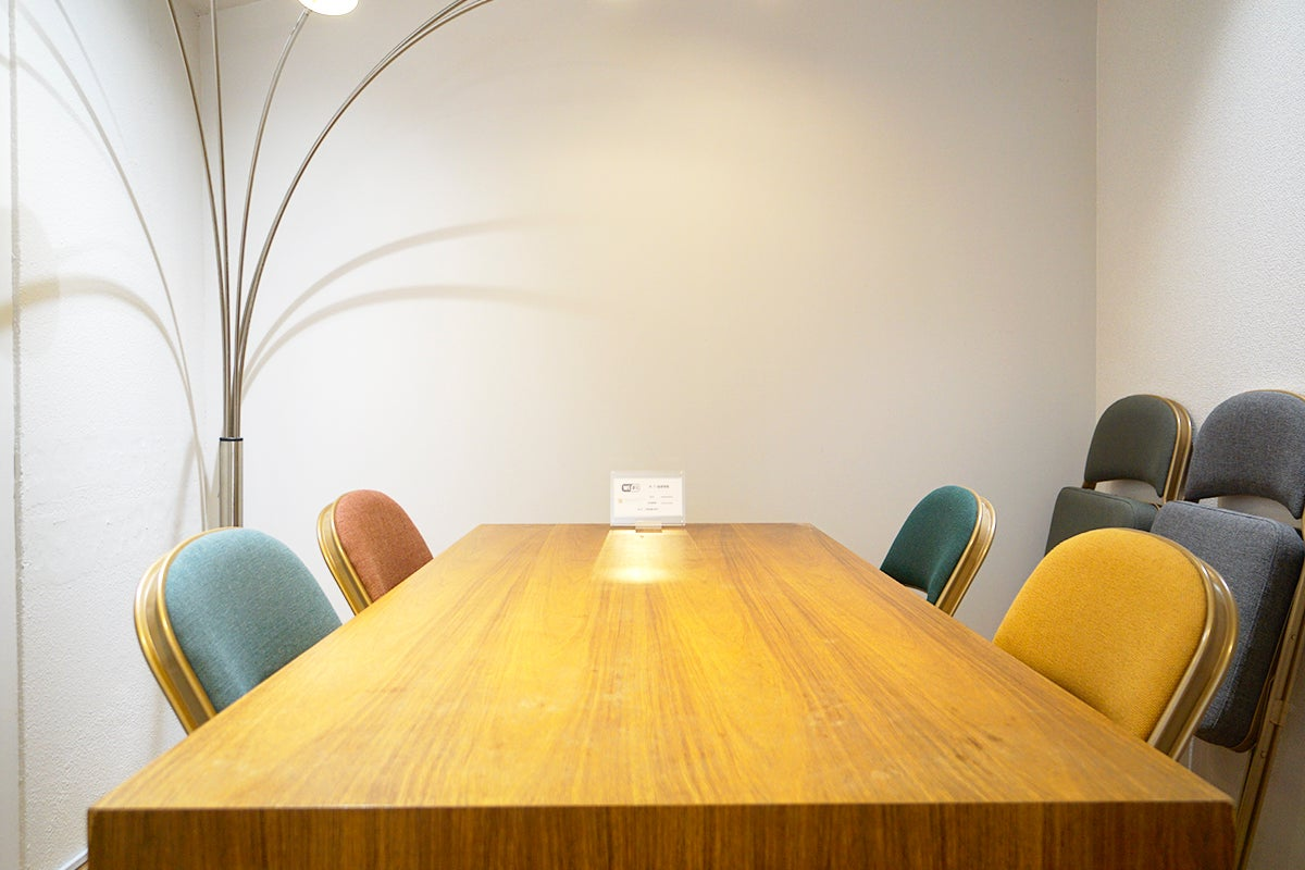 【代々木駅徒歩1分】【無料Wi-Fi】RTギャラリー&オフィス小会議室 の写真