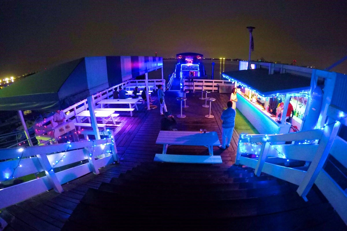 ship lounge SEASIDE の写真