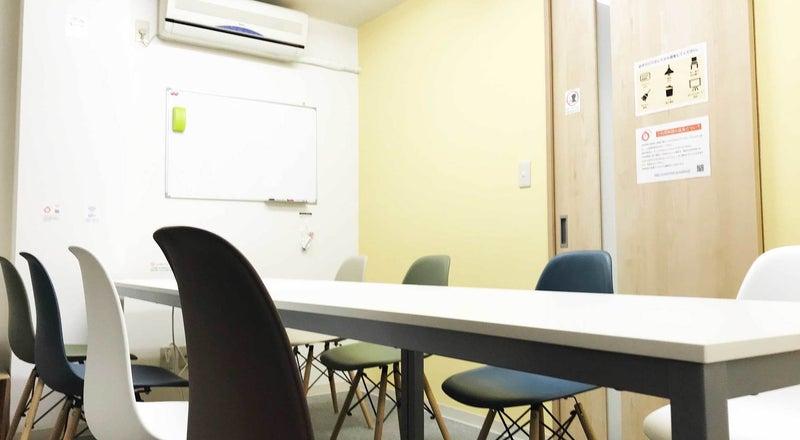 ✨割引中✨【池袋駅1分・C1出口が目の前・高速WiFi無料・完全個室・〜12名・会議室】 カラメル池袋西口店A室(イエロー)
