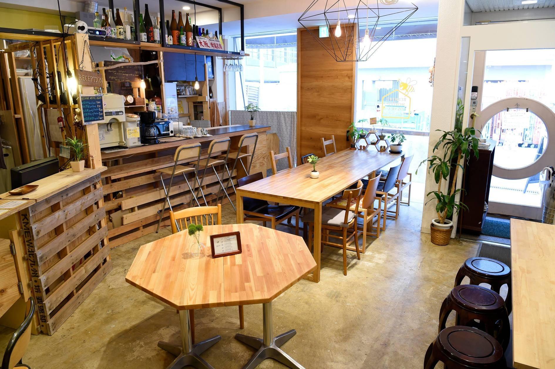 長堀橋駅より徒歩4分。共用部は18人まで利用可能。お茶会、会議など様々な用途にお使いいただけます。 の写真