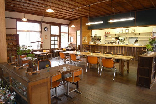 築100年近い木造校舎を改装した「和室」撮影、ランチ会など大歓迎!廊下・階段・庭なども撮影し放題。営業時間9:00-17:00 の写真