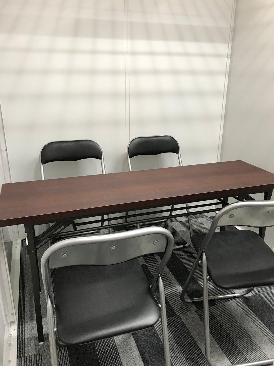静かなオフィス。求人、面接に最適。ワンコインレンタルスペースです!(イリスストレージ久茂地店) の写真0