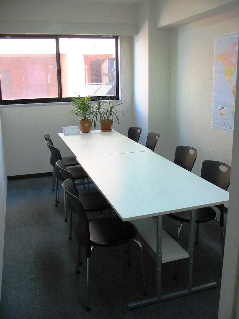 8名用の教室です。