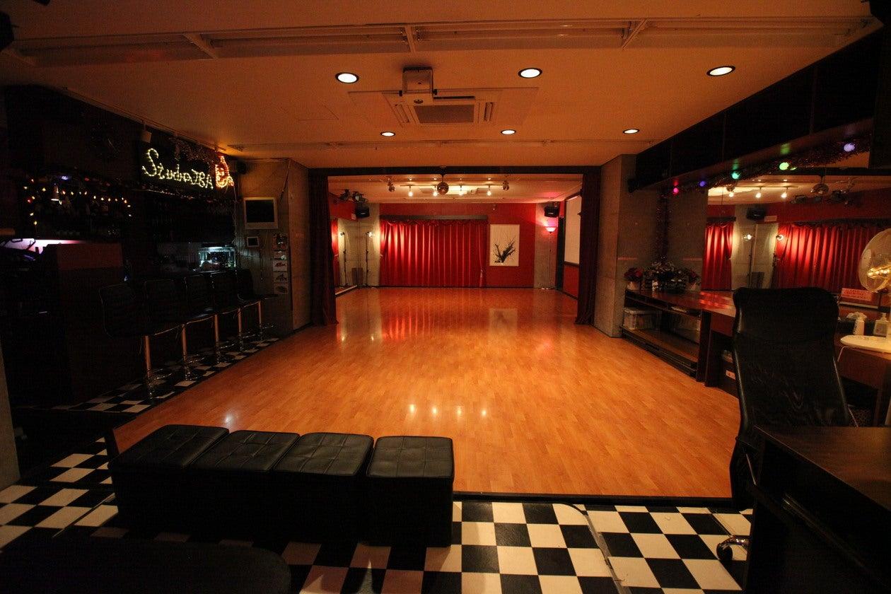 【日本橋小伝馬町】妖艶な雰囲気が特長のフローリングスタジオ。スモークマシンも使えます。(ダンススタジオJBA) の写真0