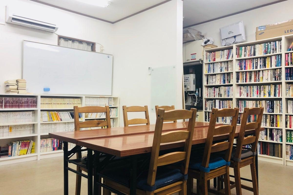 【船橋駅北口徒歩3分】電源/Wi-Fiあり!本の閲覧や貸出も可能な民間図書館のスペース の写真