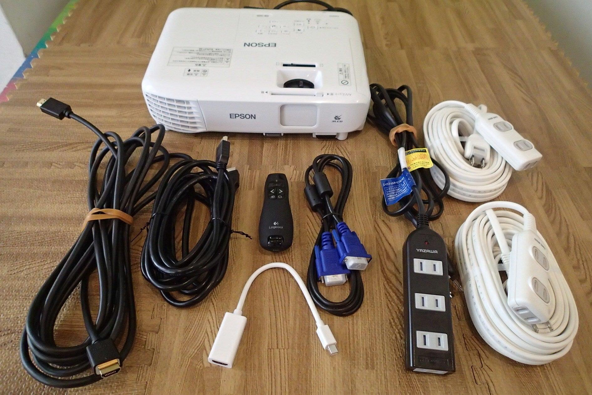 標準備品一覧です。プロジェクター、HDMIケーブル(5M,2M)、レーザーポインター(USBリモコン付き)、MACコネクター、15ピンケーブル、電源延長ケーブル(5M、10M2本)