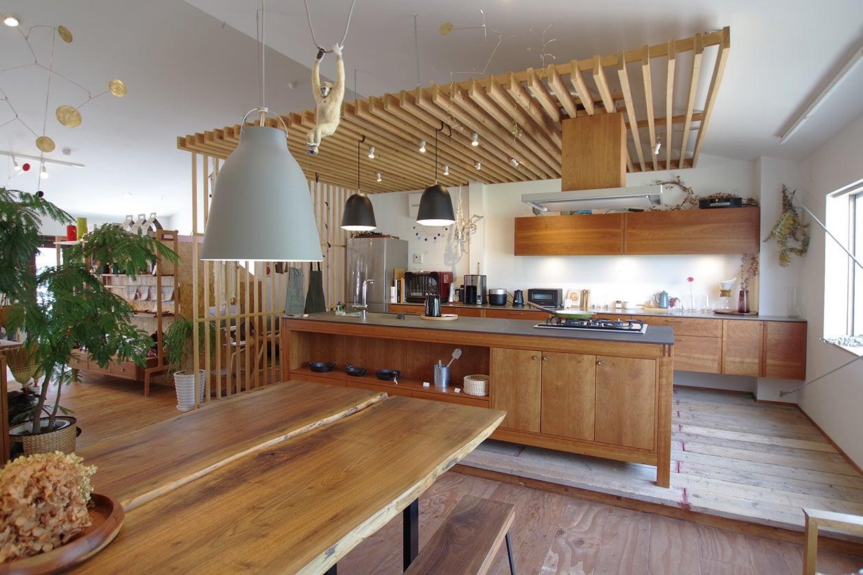 広々3mのアイランドキッチンがある家具工房の「イベントスペース」 jr