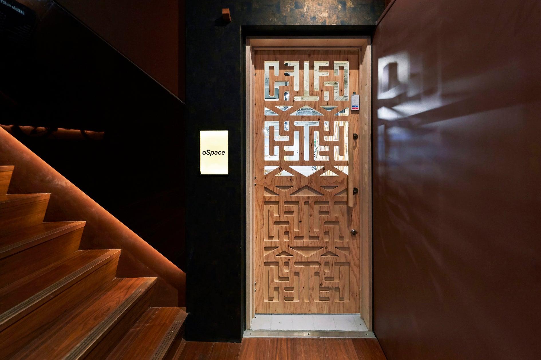 特注のデザインによるドア。
